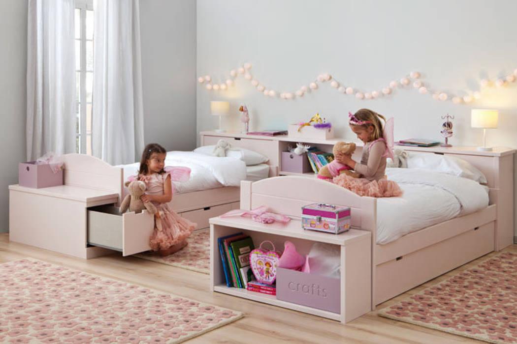 Habitación con dos camas nido decorada en rosa de Sofás Camas Cruces Moderno