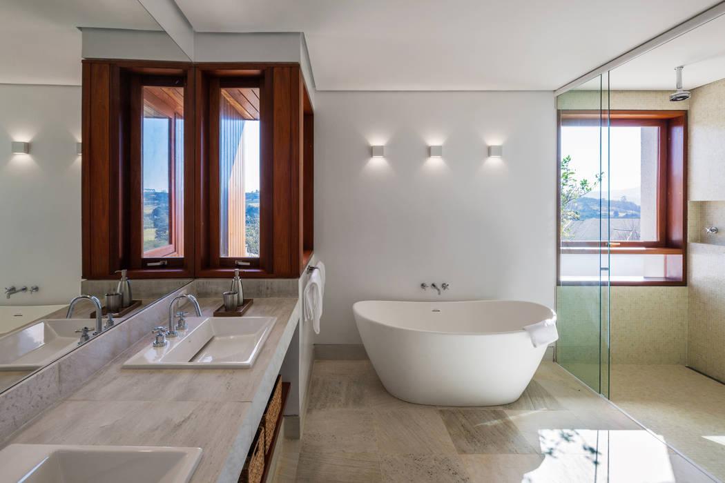 Residência FT:   por Reinach Mendonça Arquitetos Associados