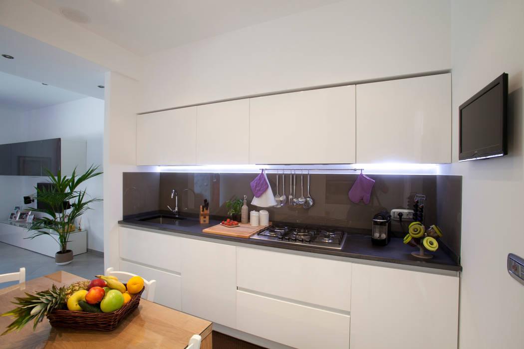 Minimalistische Küchen von Studio_P - Luca Porcu Design Minimalistisch