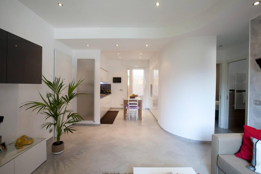 Pasillos, vestíbulos y escaleras de estilo minimalista de Studio_P - Luca Porcu Design Minimalista