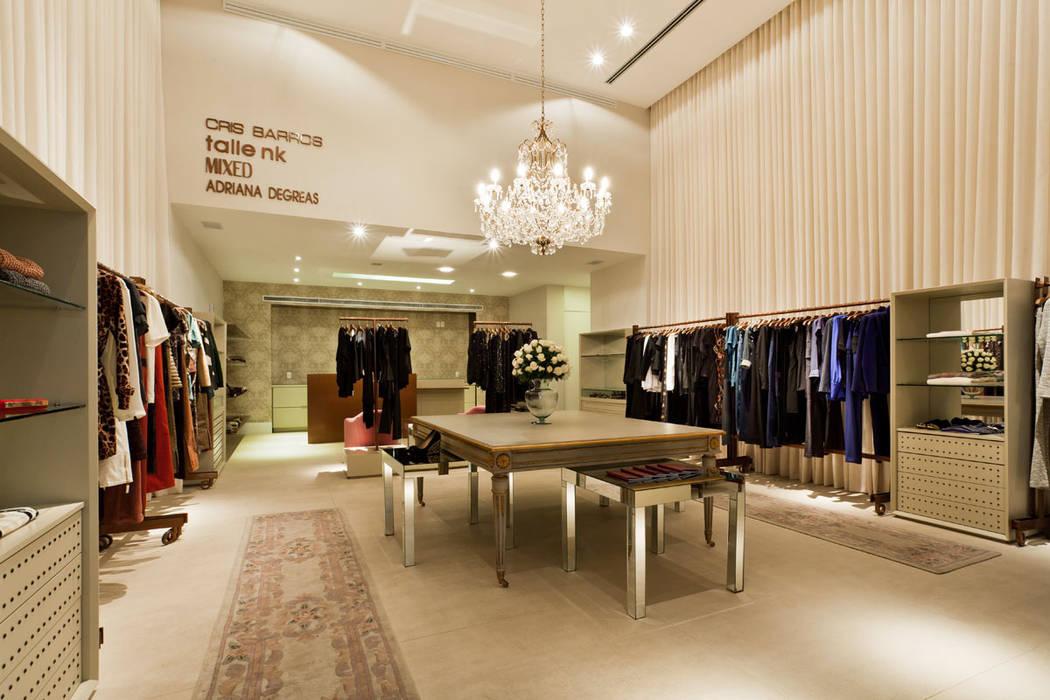 Locaux commerciaux & Magasin modernes par MarchettiBonetti+ Moderne