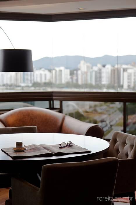 Apartamento à beira mar: Casas  por MarchettiBonetti+,