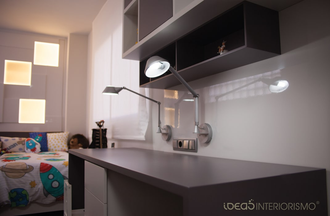 Habitación Juvenil Juan y Carlos.: Dormitorios infantiles de estilo moderno de Ideas Interiorismo Exclusivo, SLU