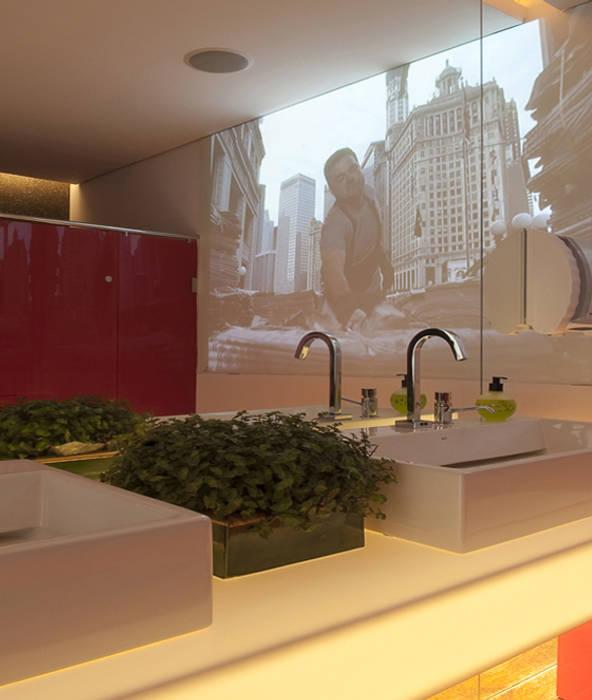 Banheiro Masculino Banheiros por Rozânia Nicolau Arquitetura & Design de Interiores