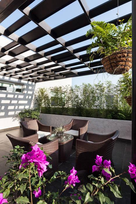Casa Sorteo Tec No.191: Terrazas de estilo  por Arquiplan,