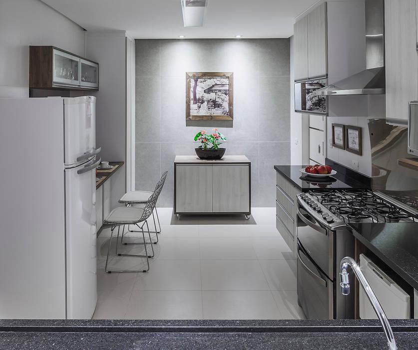 Cozinha integrada Cozinhas modernas por Lúcia Vale Interiores Moderno