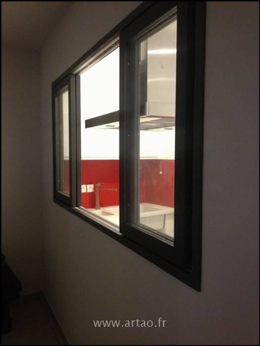 Châssis vitré: Salle à manger de style de style Classique par Artao