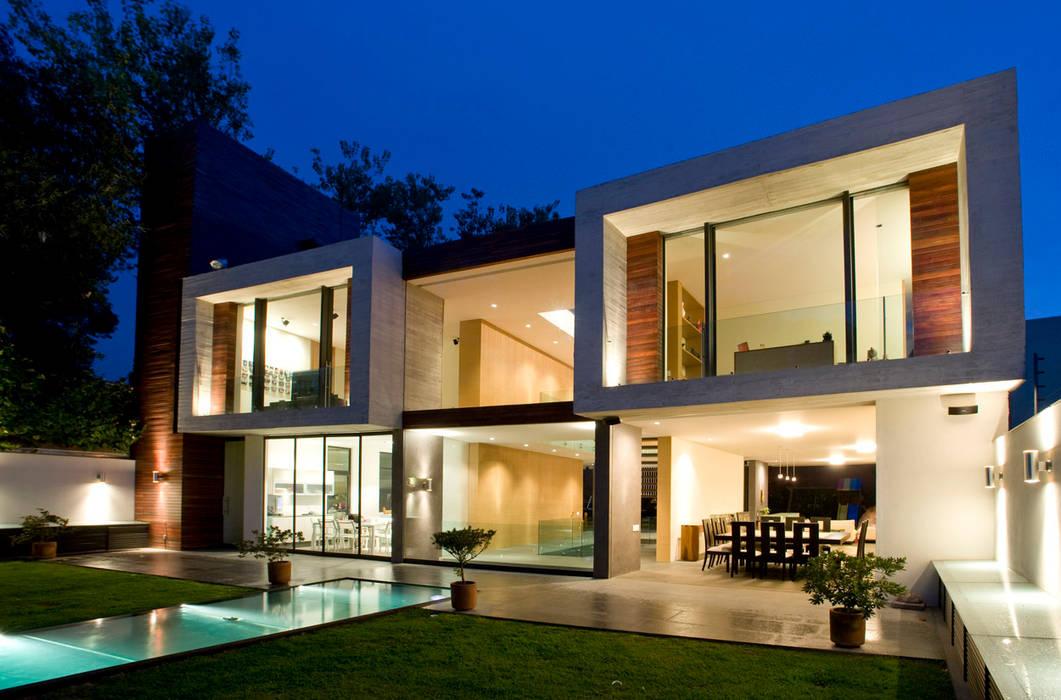 Casa V: Casas de estilo  por Serrano Monjaraz Arquitectos, Moderno