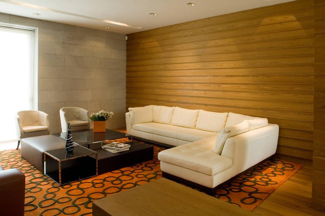 Casa V Salones modernos de Serrano Monjaraz Arquitectos Moderno