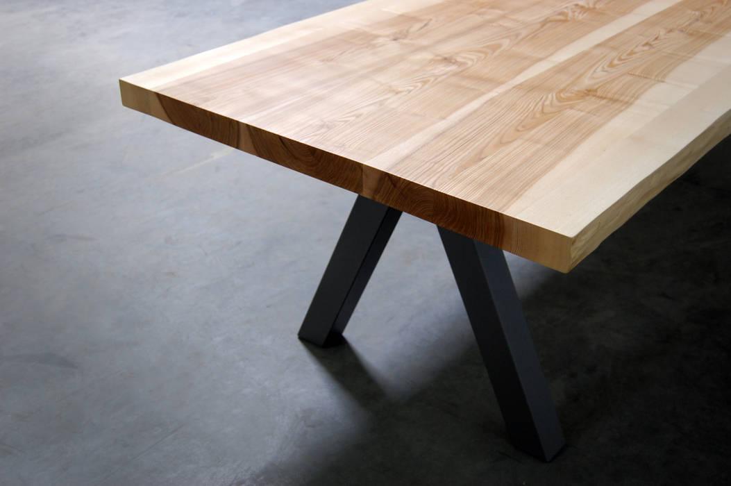 TABLE AUBIER:  de style  par ARTMETA, Moderne