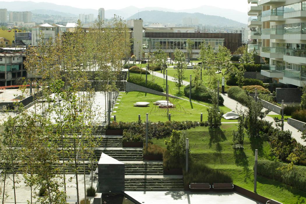 modern Garden by Serrano Monjaraz Arquitectos