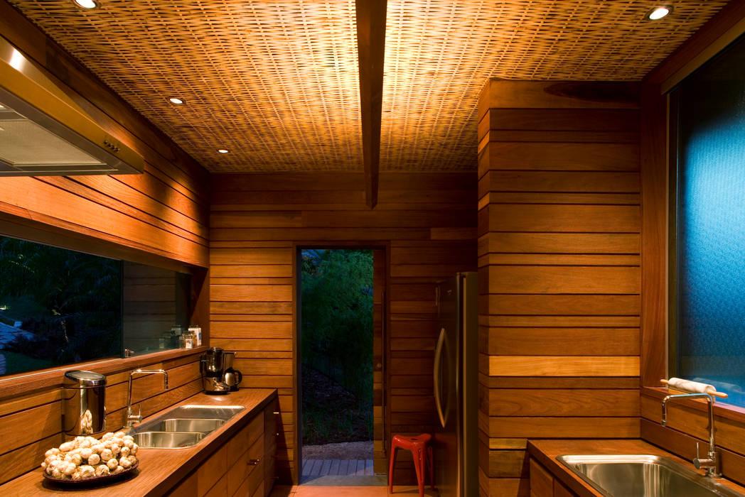 Casa Folha Cozinhas tropicais por Mareines+Patalano Arquitetura Tropical
