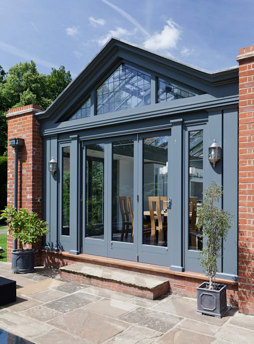 Large Kitchen Conservatory:  Conservatory by Vale Garden Houses