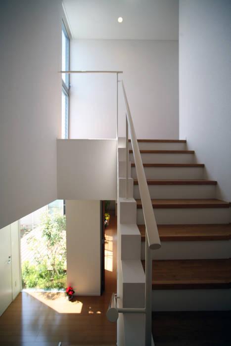 開放感ある階段 株式会社 U建築研究所 モダンスタイルの 玄関&廊下&階段