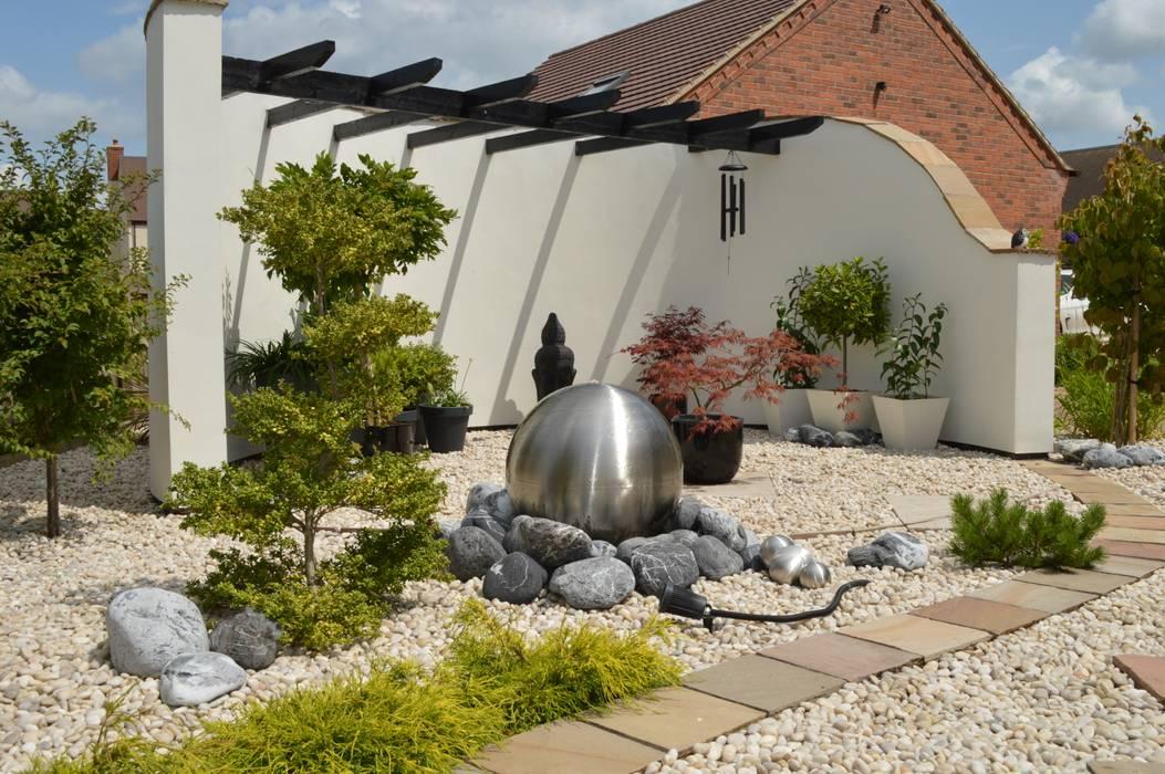 Japanese Style Garden:  Garden by Unique Landscapes