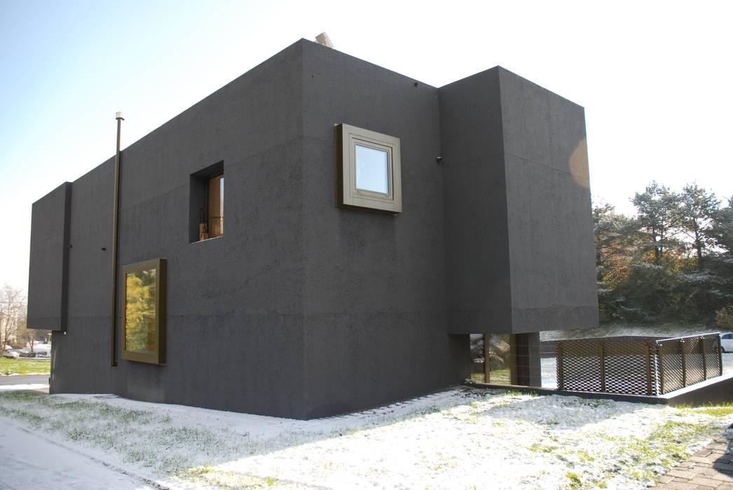 Nordfassade:  Häuser von raum.werk.plus. architektur + raumdesign