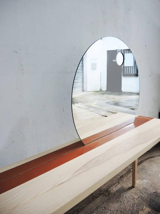 Sunrise Table:  Bedroom by EK Design,