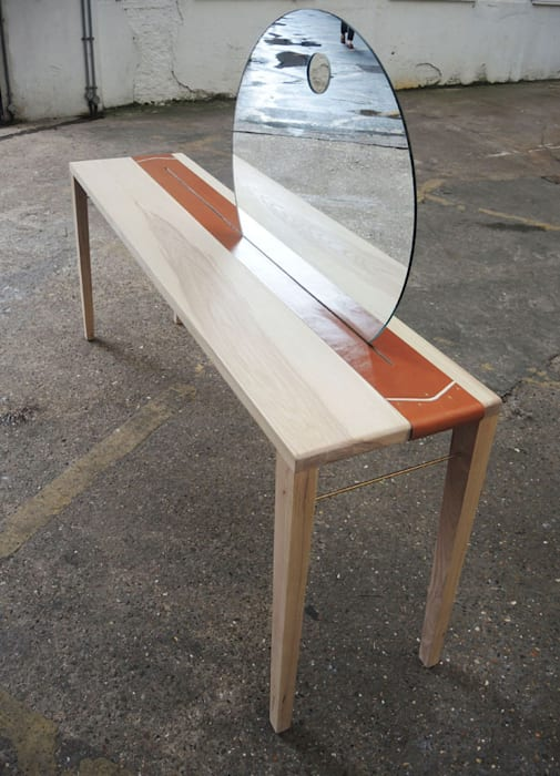 Sunrise Table:  Bedroom by EK Design