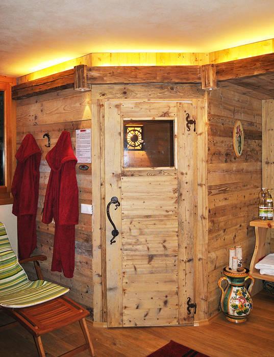 SAUNA: Spa in stile in stile Rustico di RI-NOVO