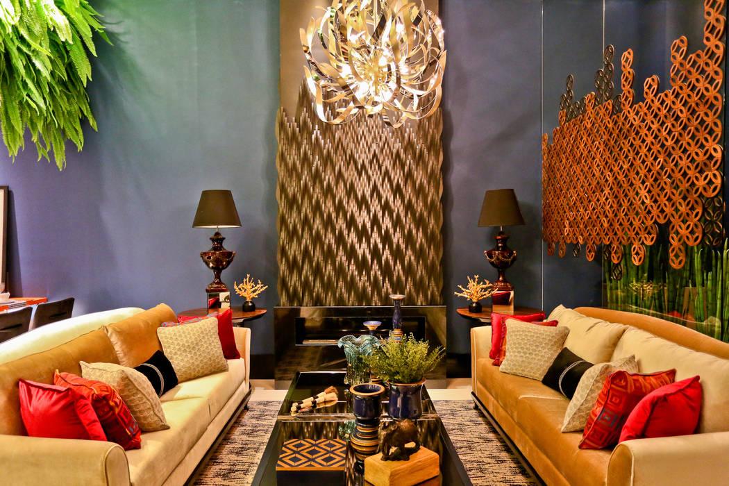 Casa Cor Sc 2014 - Studio BC Celebrate 50th: Salas de estar  por Daniela Vieira Arquitetura