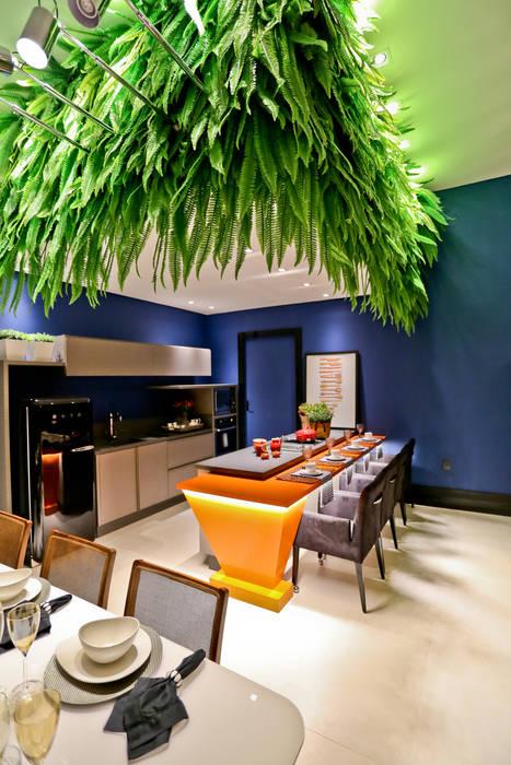 Casa Cor Sc 2014 - Studio BC Celebrate 50th Salas de estar ecléticas por Daniela Vieira Arquitetura Eclético