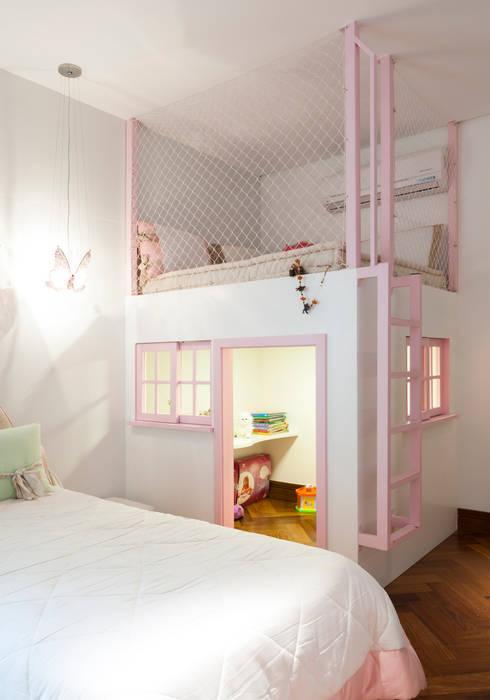 Dormitório menina: Quarto infantil  por ArkDek