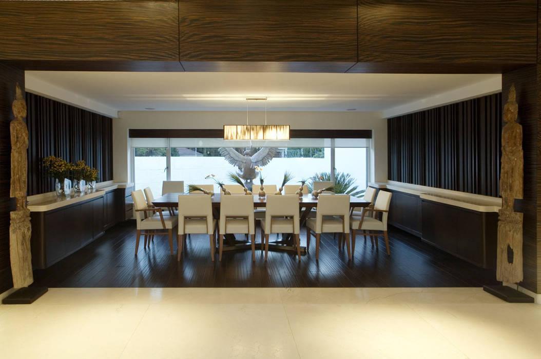 Casa Sauces: Comedores de estilo  por ARCO Arquitectura Contemporánea