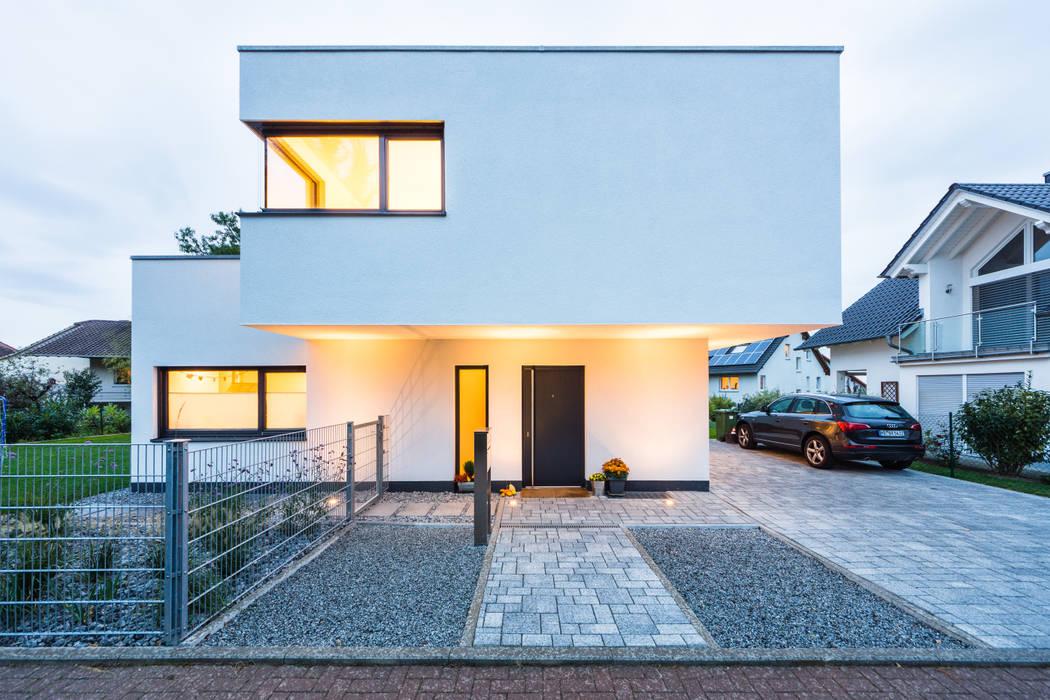 Дома в . Автор – Helwig Haus und Raum Planungs GmbH, Модерн