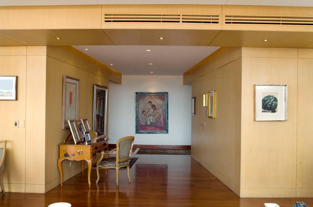 Pasillos y vest bulos de estilo por arco arquitectura Estilos de arquitectura contemporanea