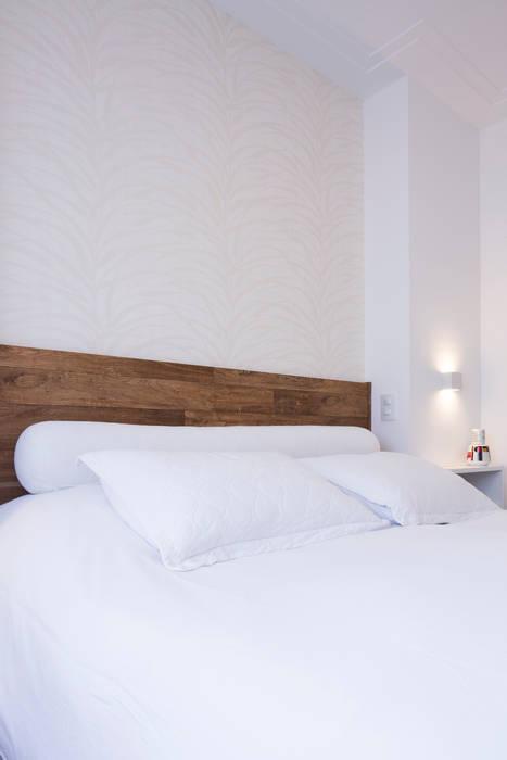 Dormitório Casal: Quartos  por ArkDek