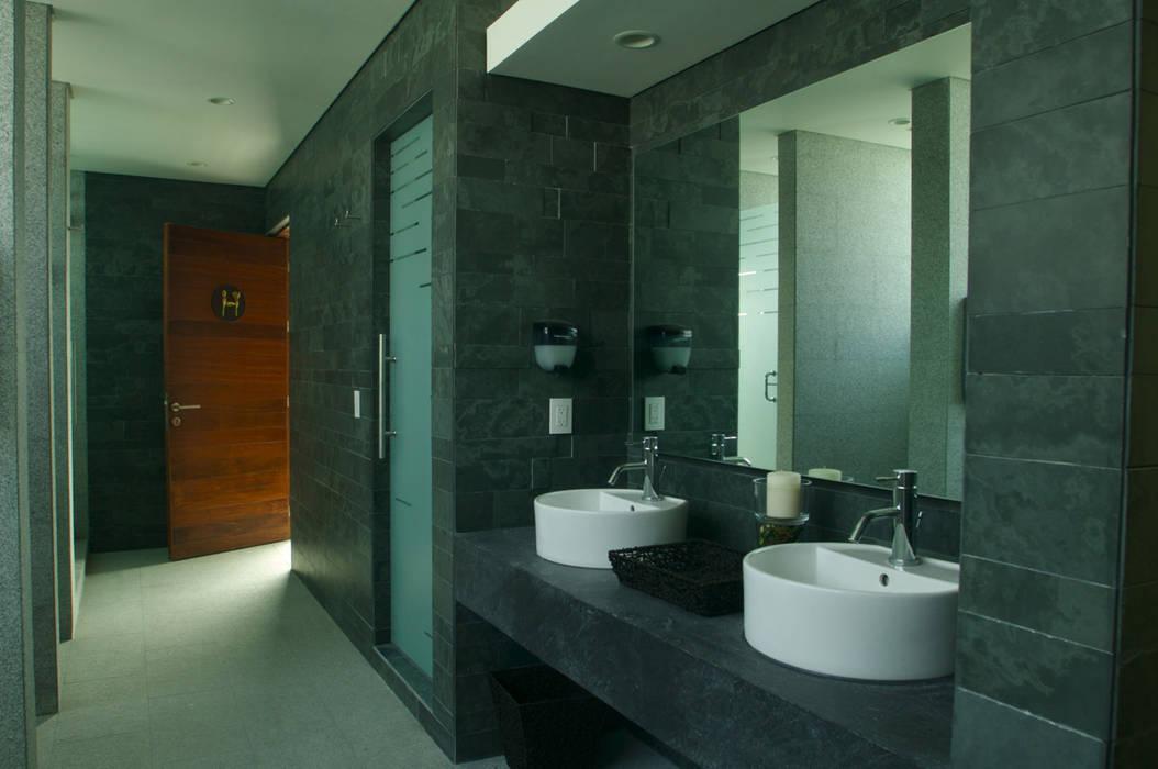 Skyview Polanco: Baños de estilo  por ARCO Arquitectura Contemporánea
