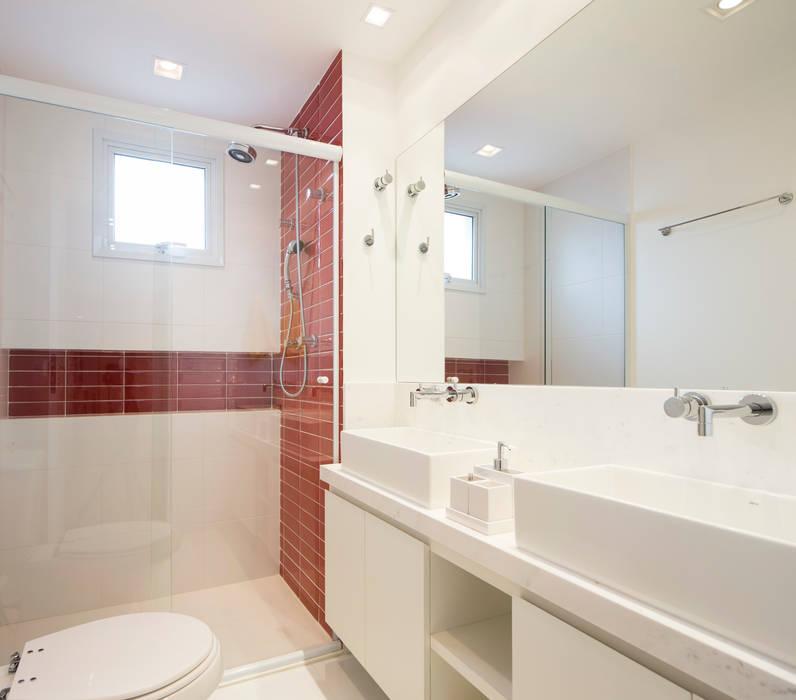 Banheiro Casal: Banheiros  por ArkDek