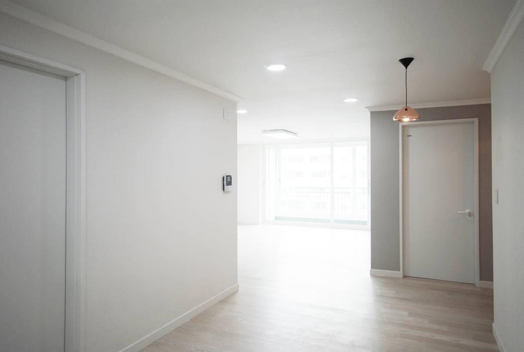 D Apartment (106sqm.): By Seog Be Seog   바이석비석의  다이닝 룸,모던