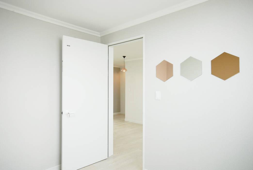 D Apartment (106sqm.) 모던스타일 침실 by By Seog Be Seog   바이석비석 모던