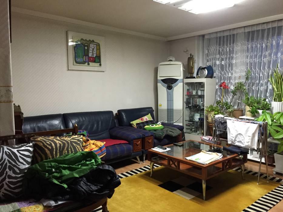 D Apartment (106sqm.): By Seog Be Seog | 바이석비석의  거실