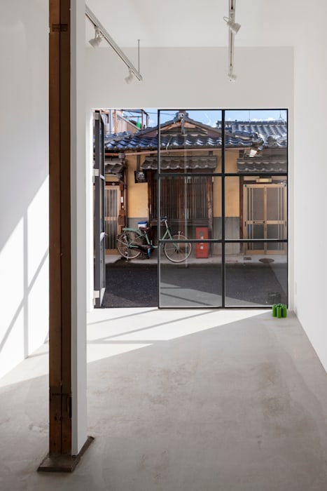 by SHIMPEI ODA ARCHITECT'S OFFICE,