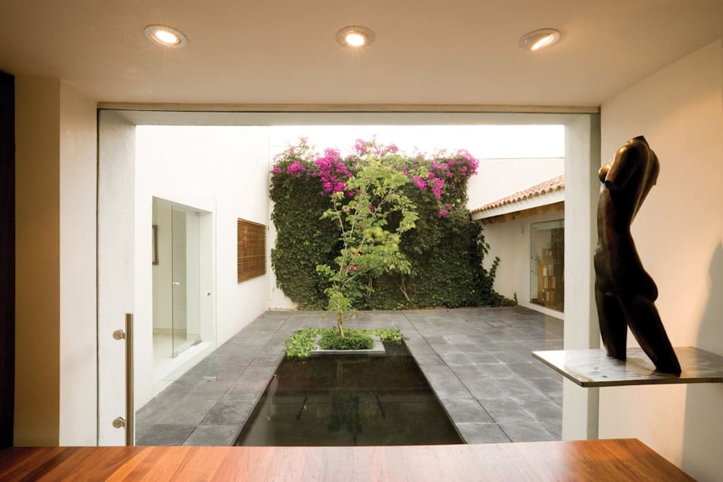 Houses by Lopez Duplan Arquitectos
