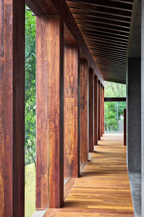 Corridor & hallway by Lopez Duplan Arquitectos