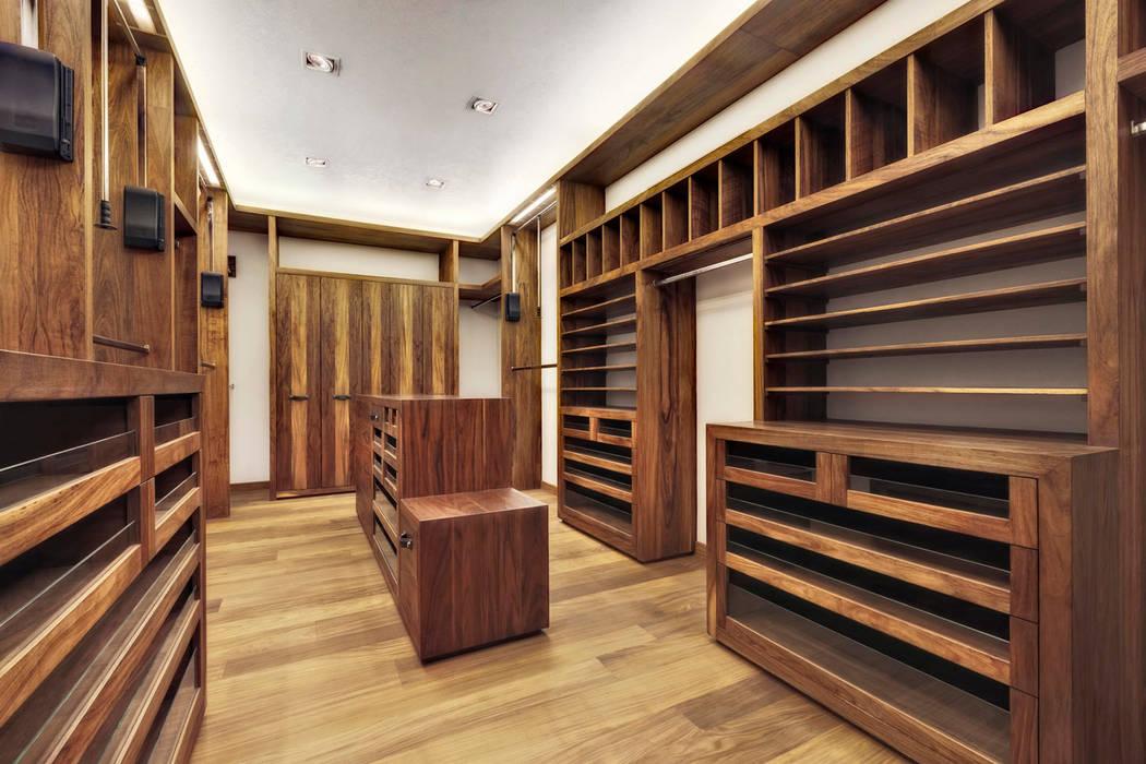 Rancho San Francisco: Vestidores y closets de estilo moderno por Lopez Duplan Arquitectos