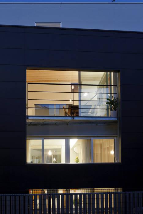 南側開口 モダンな 窓&ドア の 津野建築設計室/troom モダン