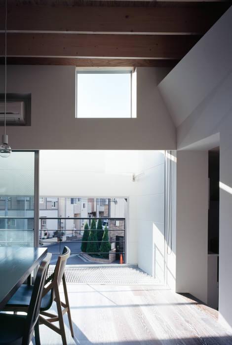 二階南側窓 モダンな 窓&ドア の 津野建築設計室/troom モダン