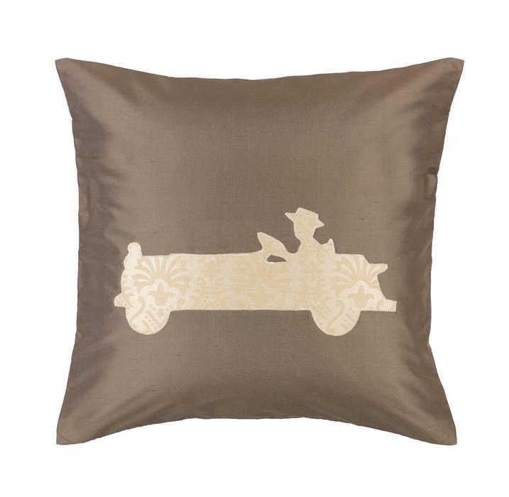 Vintage Old Timer Handmade Silk Cushion von Le Cocon Klassisch