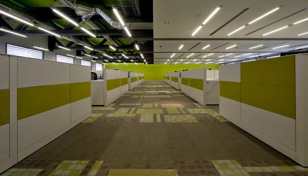 Corporativo IXE / Banco Deuno: Estudios y oficinas de estilo moderno por usoarquitectura