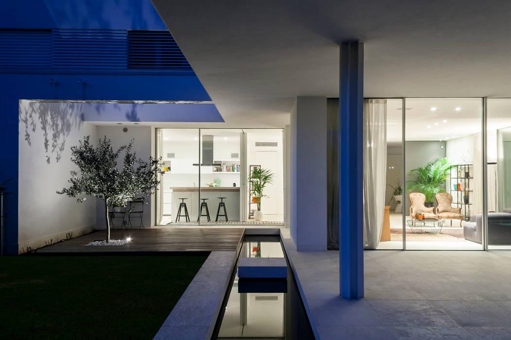 Residenza Privata Balcone, Veranda & Terrazza in stile moderno di Giopato & Coombes Moderno