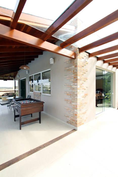 Garage/shed by Graça Brenner Arquitetura e Interiores, Rustic