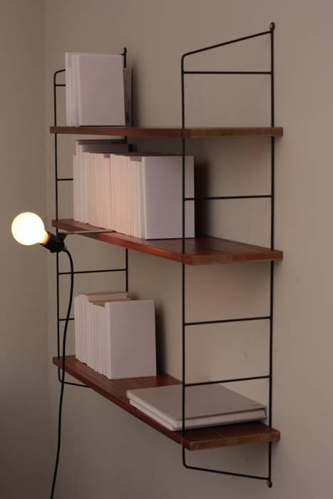 Salas recibidores de estilo por toshi berlin homify - Lampara estanteria ...