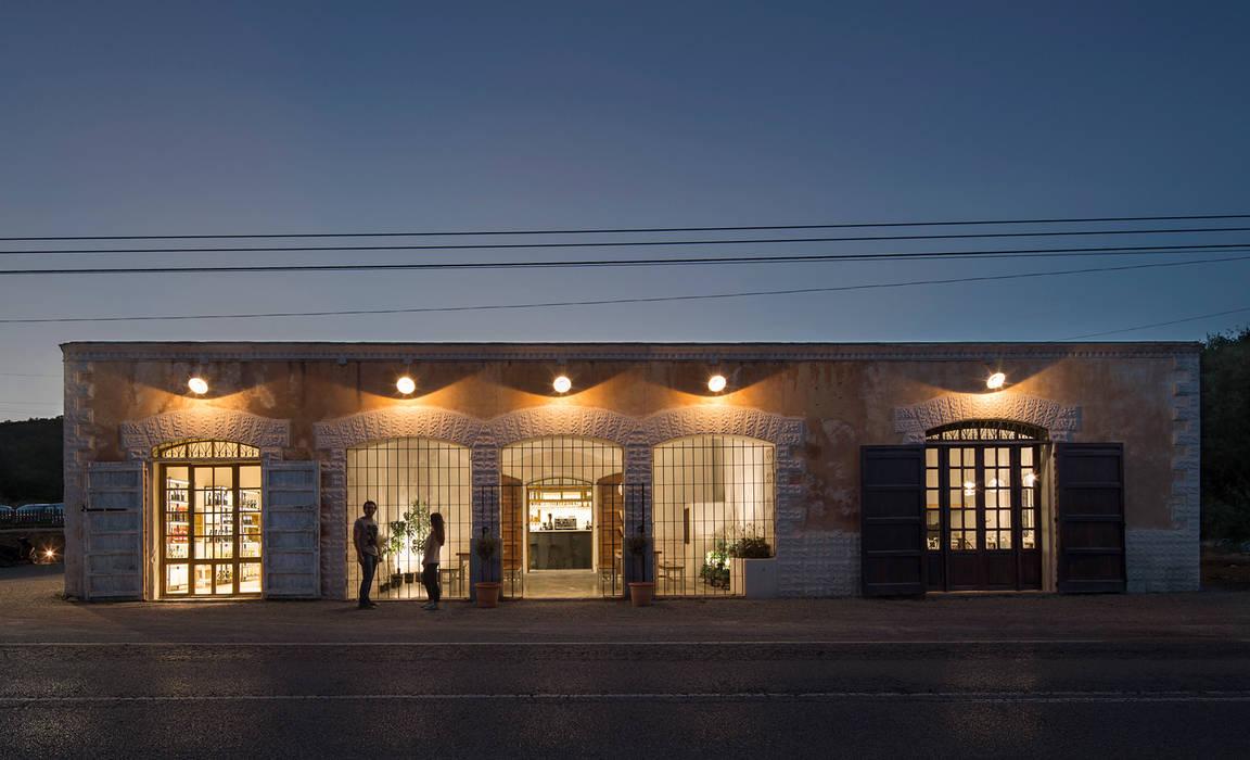 OLEOTECA SES ESCOLES: Locales gastronómicos de estilo  de ISABEL LOPEZ VILALTA + ASOCIADOS