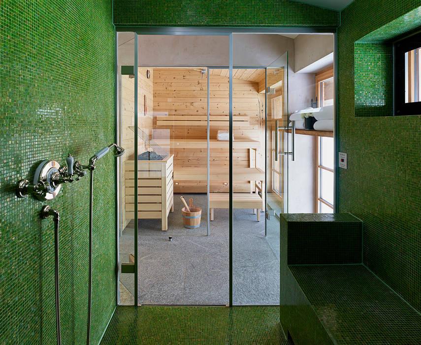 Skyfall Sauna Spa in stile scandinavo di Architectural Interiors + Superyacht Photographer Scandinavo