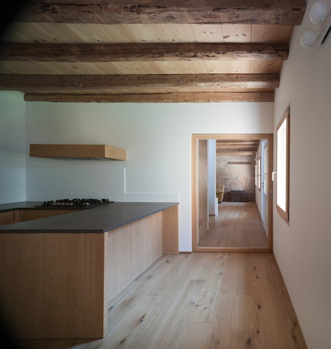 Moderne Küchen von Massimo Galeotti Architetto Modern Holz Holznachbildung