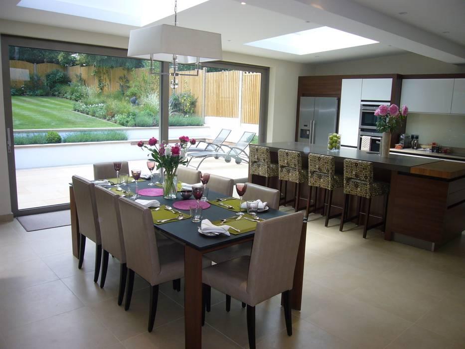 Kitchen Dining Area Cucina moderna di Rachel Angel Design Moderno